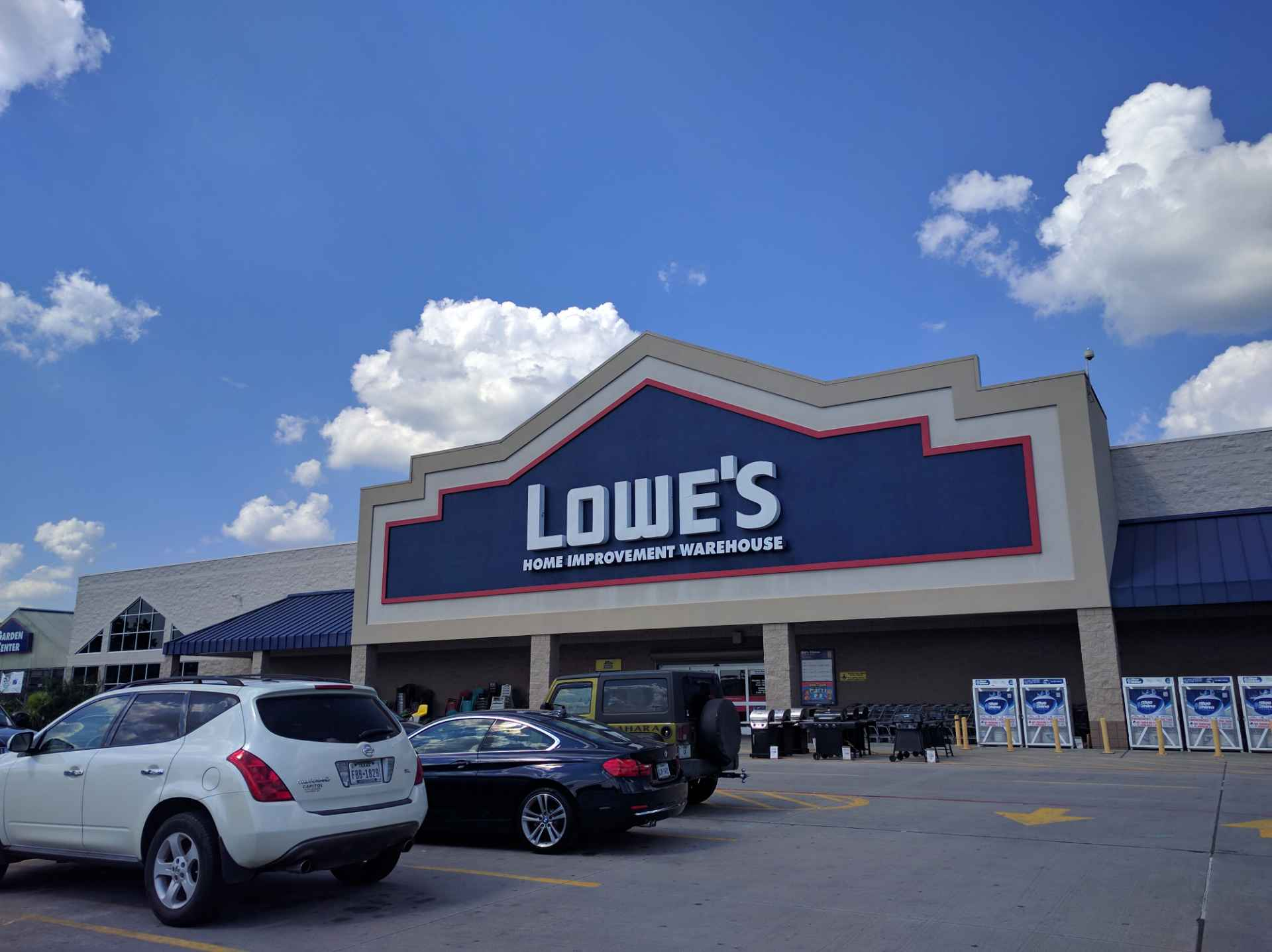Lowe's storefront in Kingwood, Texas.
